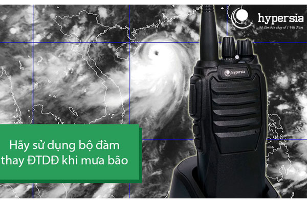 Hãy sử dụng bộ đàm thay cho điện thoại di động khi trời mưa bão!
