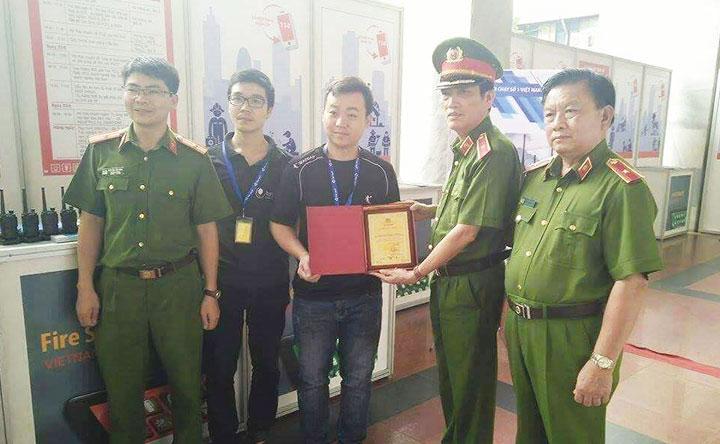 Bộ đàm chính hãng giá rẻ tại Hà Nội