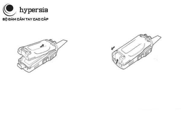 Cách lắp pin bộ đàm gồm 2 thao tác đơn giản đặt pin vào thân máy và ấn nhẹ xuống là xong
